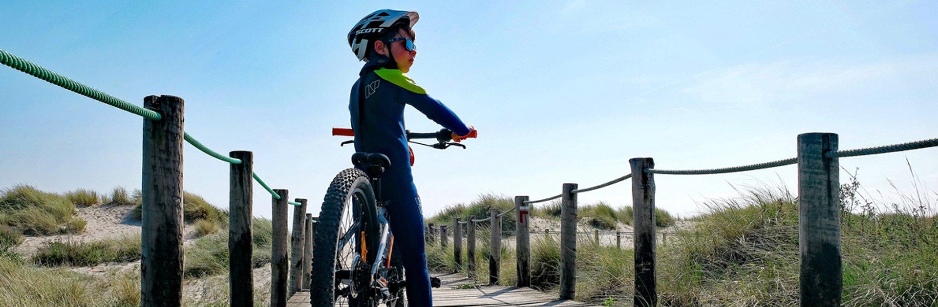 Aktivferien Nordportugal Junge mit Mountainbike