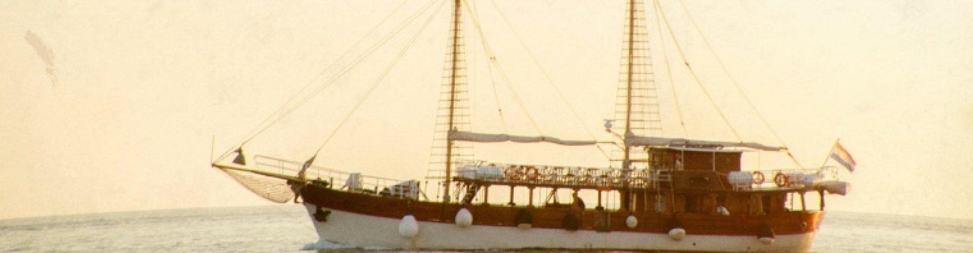 Mit dem Piraten-Segelschiff zur Flamingoinsel