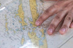 Fingerzeig auf Landkarte