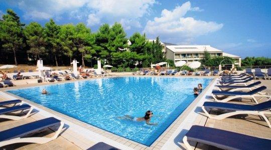 bretanide sport wellness resort in bol dalmatien familienhotel. Black Bedroom Furniture Sets. Home Design Ideas