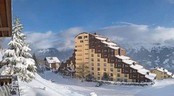 Hotel Dorint Blüemlisalp Beatenberg Winteransicht