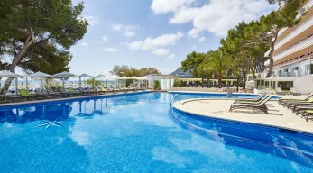Universal Hotel Laguna Pool