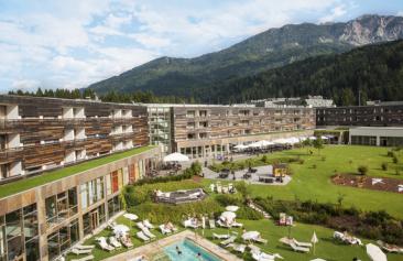 Falkensteiner_Hotel_und_Spa_Carinzia_Aussenansicht_Sommer