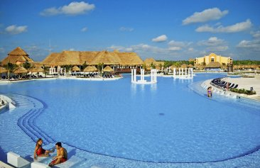 Grand Palladium Colonial Resort & Spa Pool