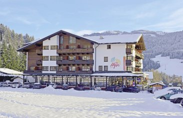 hotel alpin aussenansicht winter